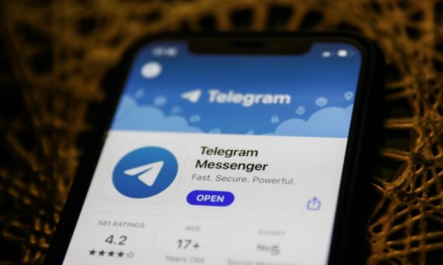 """Założyciel aplikacji Telegram mówi wprost: """"iPhone utknął w średniowieczu"""""""