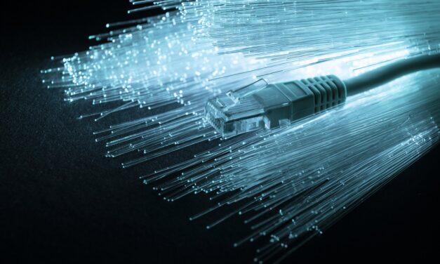 Giga internet – czy warto kupić łącze 1000 Mb/s?