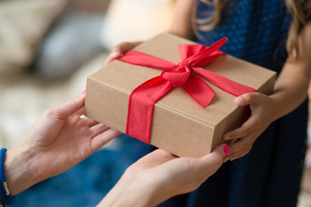 Prezent z okazji Dnia Matki – co kupić? Przykłady