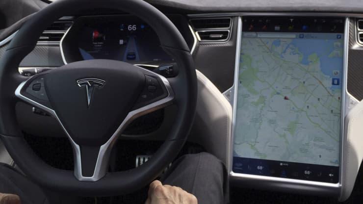 Tesla nie otrzyma jednak prawdziwego autopilota w tym roku?
