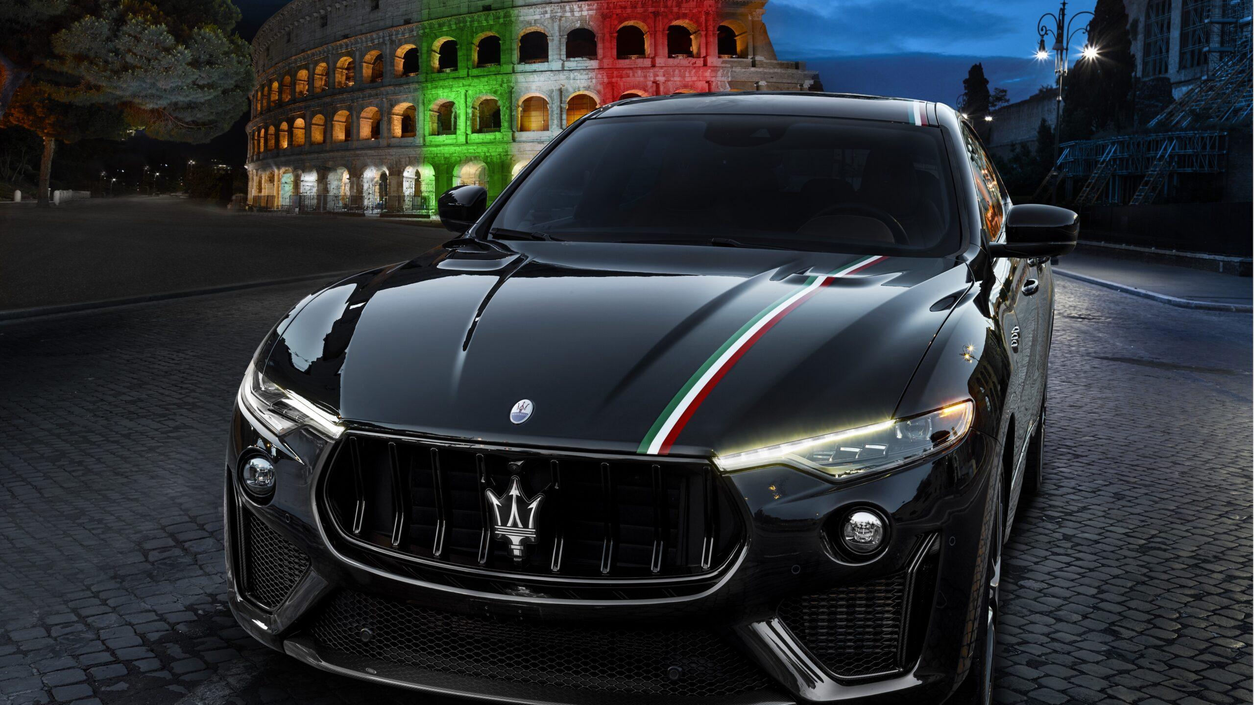 Na obrazku znajduje się Maserati Levante w kolorze czarnym.