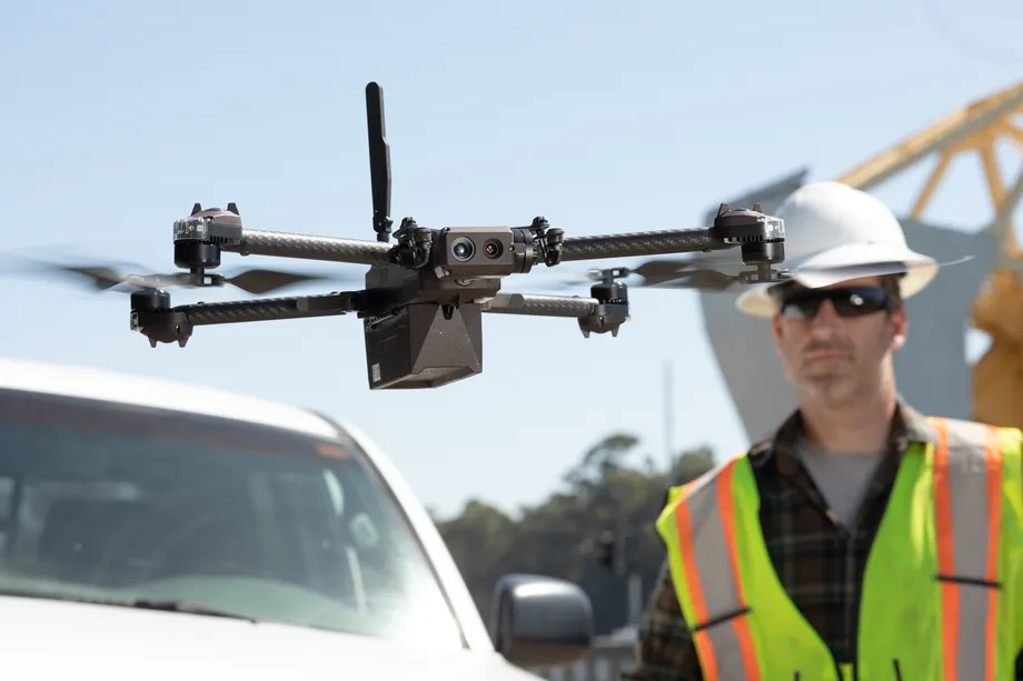 Skydio rozpoczęło wysyłkę pierwszych profesjonalnych dronów