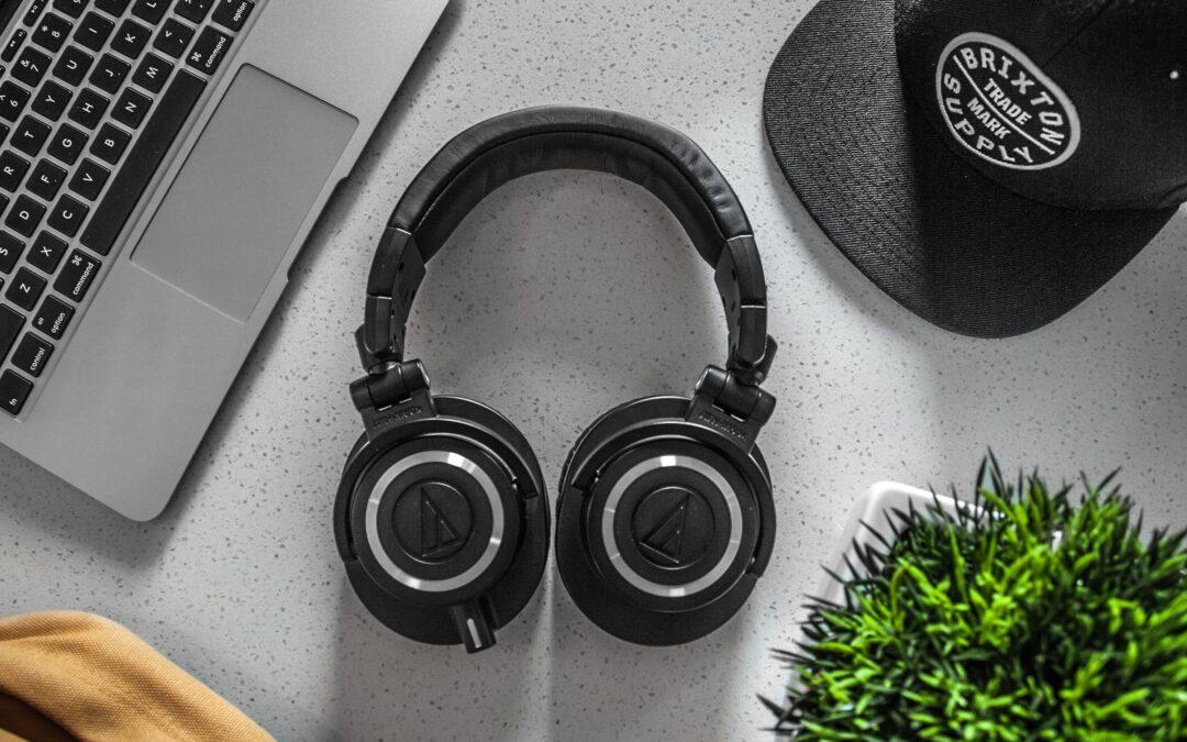 Jak wybrać dobre słuchawki? Na co trzeba zwrócić uwagę?