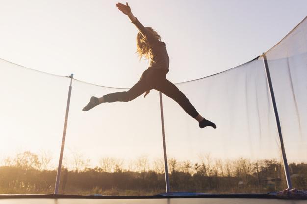Trampolina ogrodowa – jak wybrać odpowiednią?