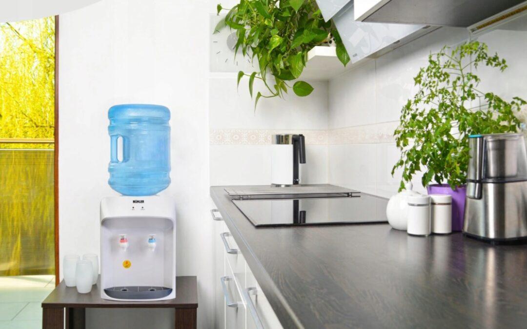 Dystrybutor wody do domu i biura – jak wybrać?
