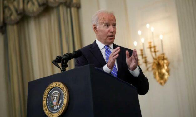 """Joe Biden: Facebook """"nie zabija ludzi"""", ale dezinformacje są szkodliwe"""