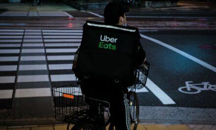 Uber Eats trafia do kolejnych miast i stale się powiększa