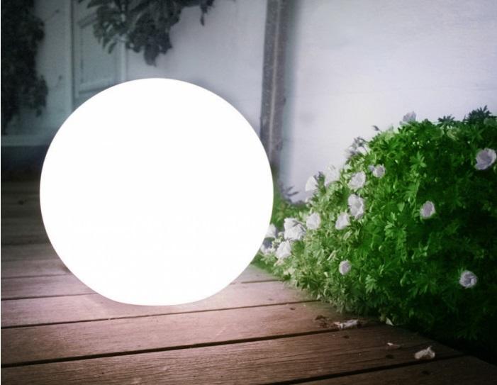 Oświetlenie zewnętrzne domu i tarasu – jakie wybrać?