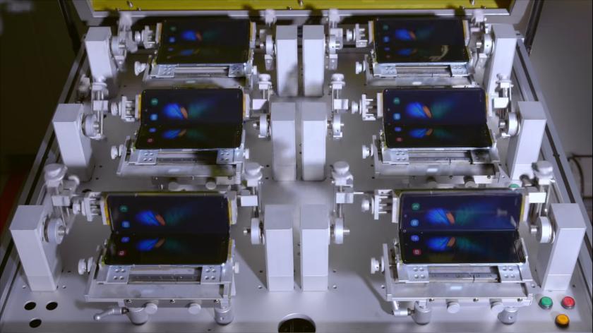 Samsung ujawnia jak testują wytrzymałość składanych telefonów